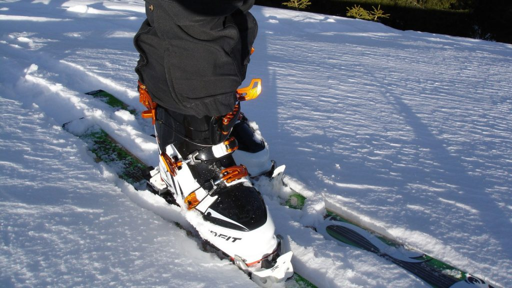 buy used snowboard gear
